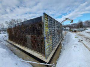 Kompletne wykonanie robót żelbetowych oraz izolacyjnych w ramach zadania budowy nowej oczyszczalni ścieków w m.Biała gm. Rząśnia . W ramach zadania zostanie wykonany żelbetowy budynek oczyszczalni , wiata na odpady i pomieszczenie na skratki. Realizacja do IV 2021 .